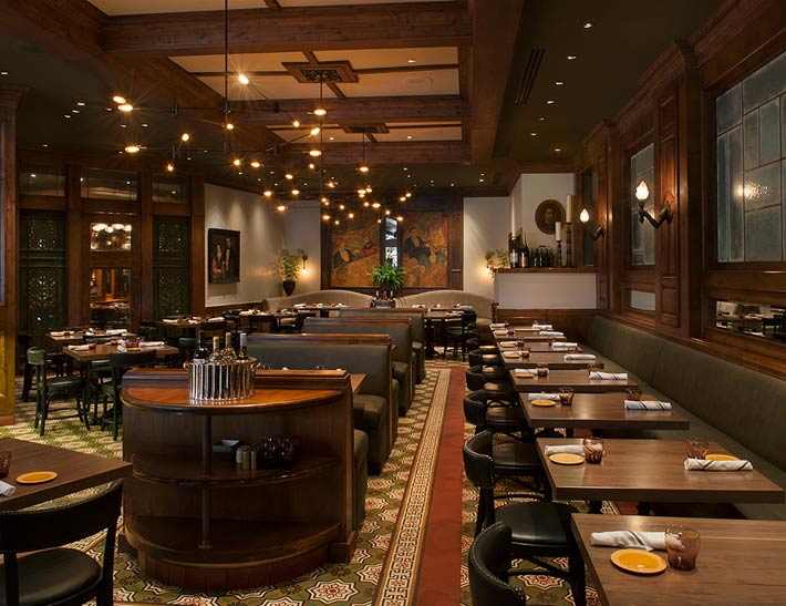 Kendall's Brasserie dining area